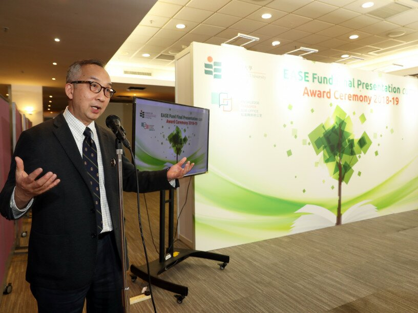 EdUHK Vice President (Research and Development) Professor Lui Tai-lok officiates at the ceremony.